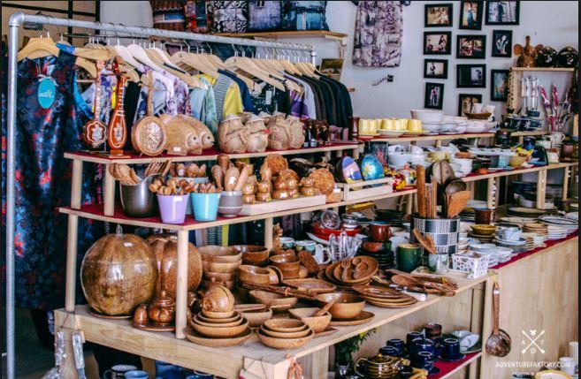 các mặt hàng khác như bát, đĩa, đồ gốm được thiết kế theo kiểu truyền thống, độc đáo