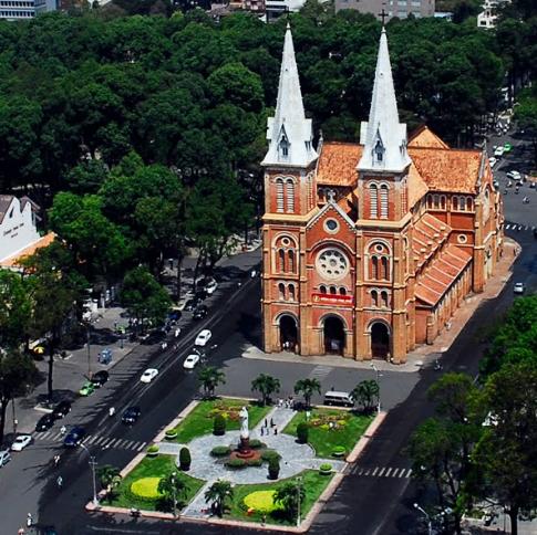 Toàn bộ khuôn viên của nhà thờ Đức Bà nhìn từ trên cao