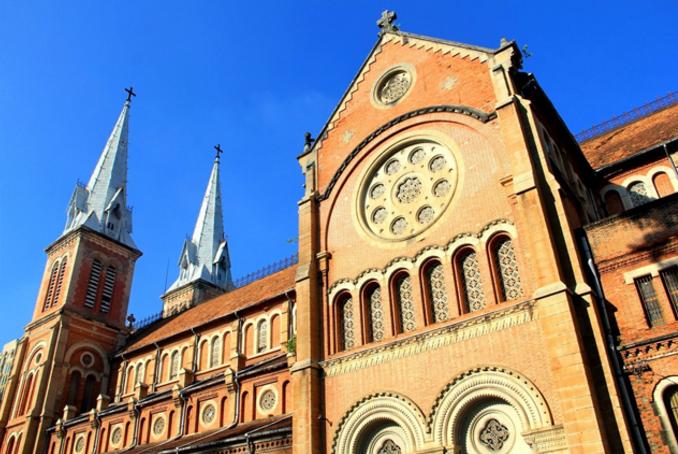 Kiến trúc pha trộn tinh tế từng nét của nhà thờ Đức Bà