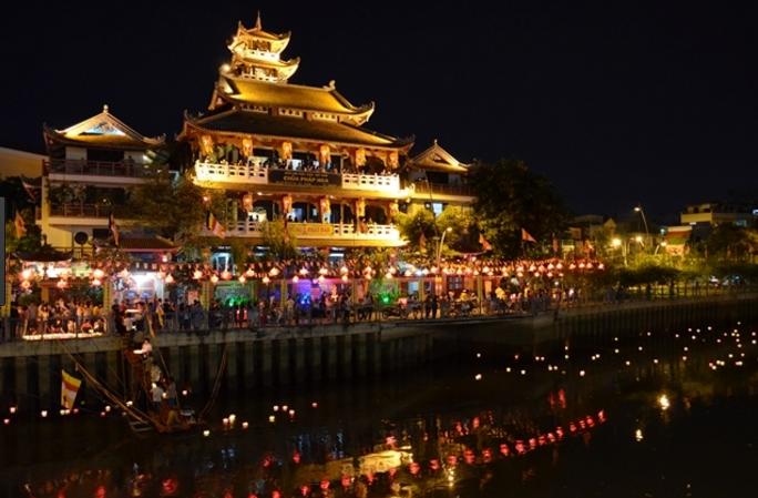 Đi đâu chơi 1 ngày ở sài gòn không thể bỏ qua lễ hội Phật Đảng tại chùa Pháp Hoa