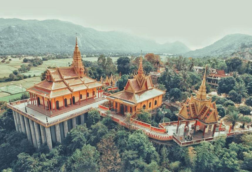 Ngắm nhìn vẻ đẹp chùa Tà Pạ từ xa
