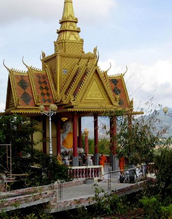 Chùa Chưn Num trên núi Tà Pạ