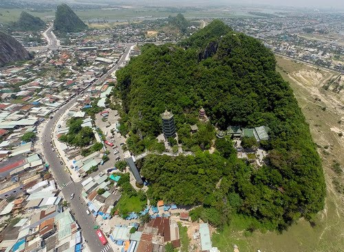 Quang cảnh núi Ngũ Hành Sơn từ trên cao (Ảnh ST)