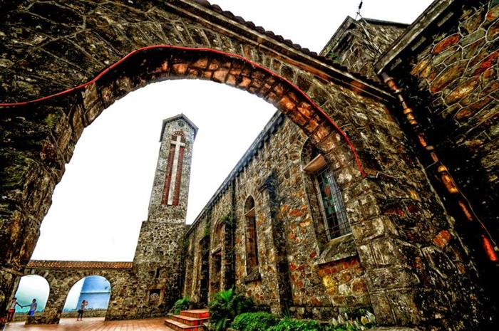 Nhà thờ đá cổ ở Tam Đảo