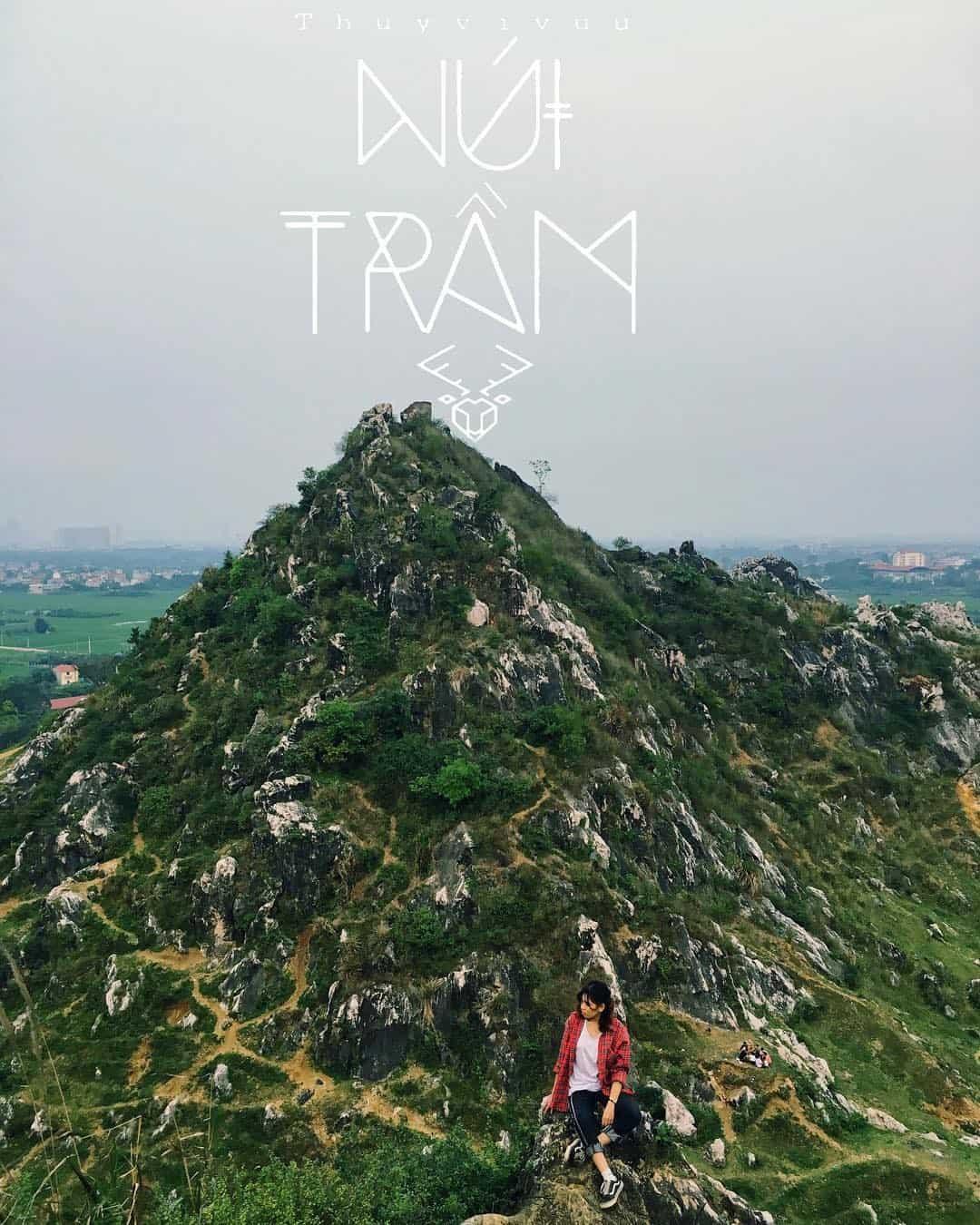 Núi Trầm không quá cao nhưng vô cùng ấn tượng. Ảnh: @thuyvivuu