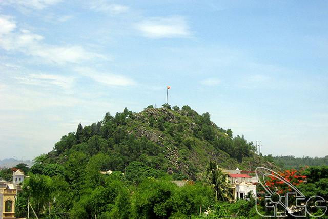 du lịch thanh hóa: núi hàm rồng