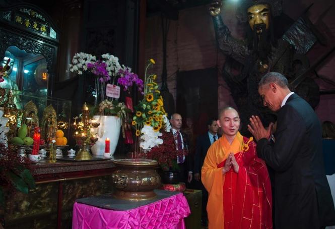Tổng thống Obama thăm chùa Ngọc Hoàng vào năm 2016