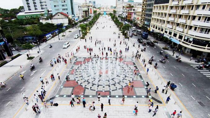 Du lịch Sài Gòn nên đi ghé qua phố đi bộ Nguyễn Huệ