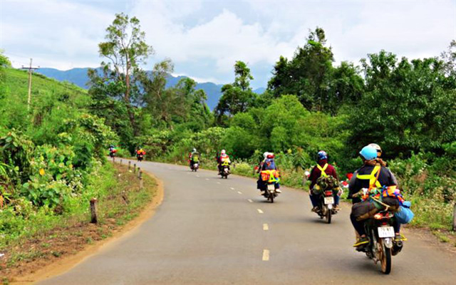 Motorbikes are the vehicle that many people choose when traveling to Phu Yen (Photo: collect)