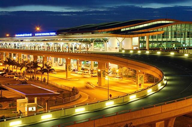 Với du khách đi máy bay, phải bay tới sân bay Đà Nẵng rồi mới có thể tiếp tục di chuyển vào trung tâm Hội An (Ảnh: Sưu tầm)