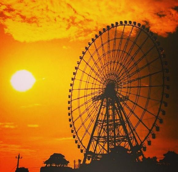 Sunwheel dưới ánh chiều tà