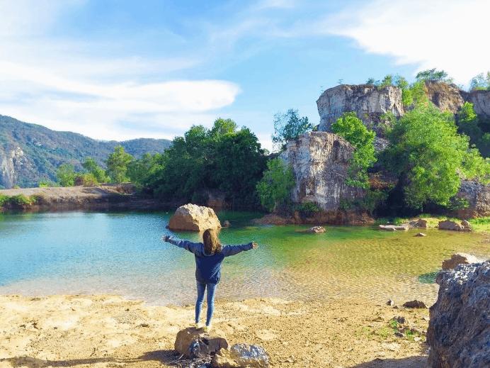 Tận hưởng không gian mát lành tại hồ Tà Pạ