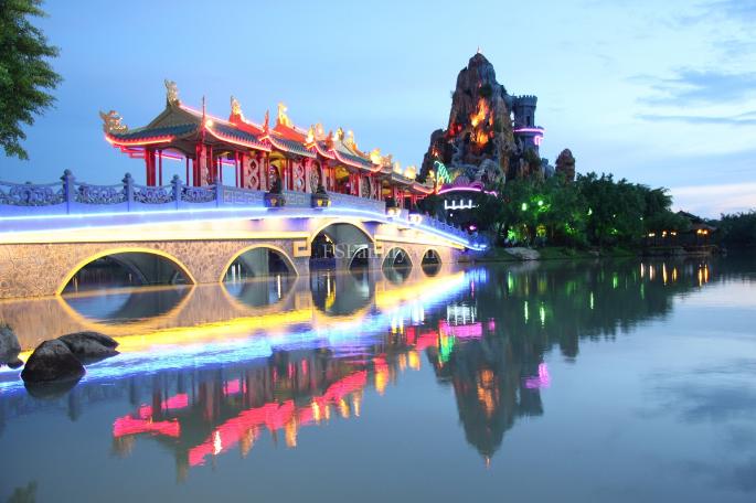 Thành phố Tây Ninh rực rỡ trên nền thiên nhiên hùng vĩ (Ảnh: Sưu tầm)