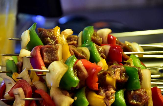 Thịt xiên - món ăn phổ biến tại chợ đêm Bến Thành