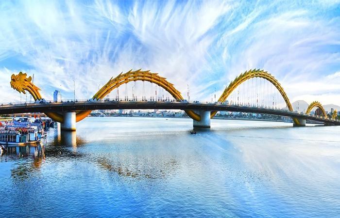 Cầu Rồng Đà Nẵng phun lửa khát vọng vươn ra biển lớn - Vntrip.vn