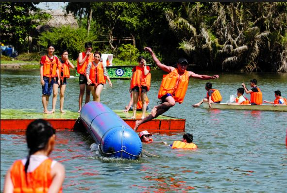 Các trò chơi tại khu du lịch sinh thái Tre Việt