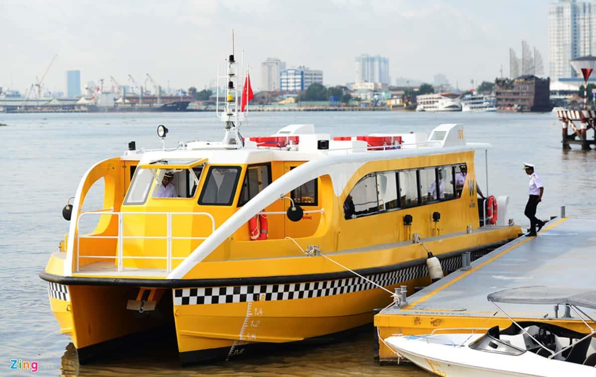Xe buýt trên sông Sài Gòn