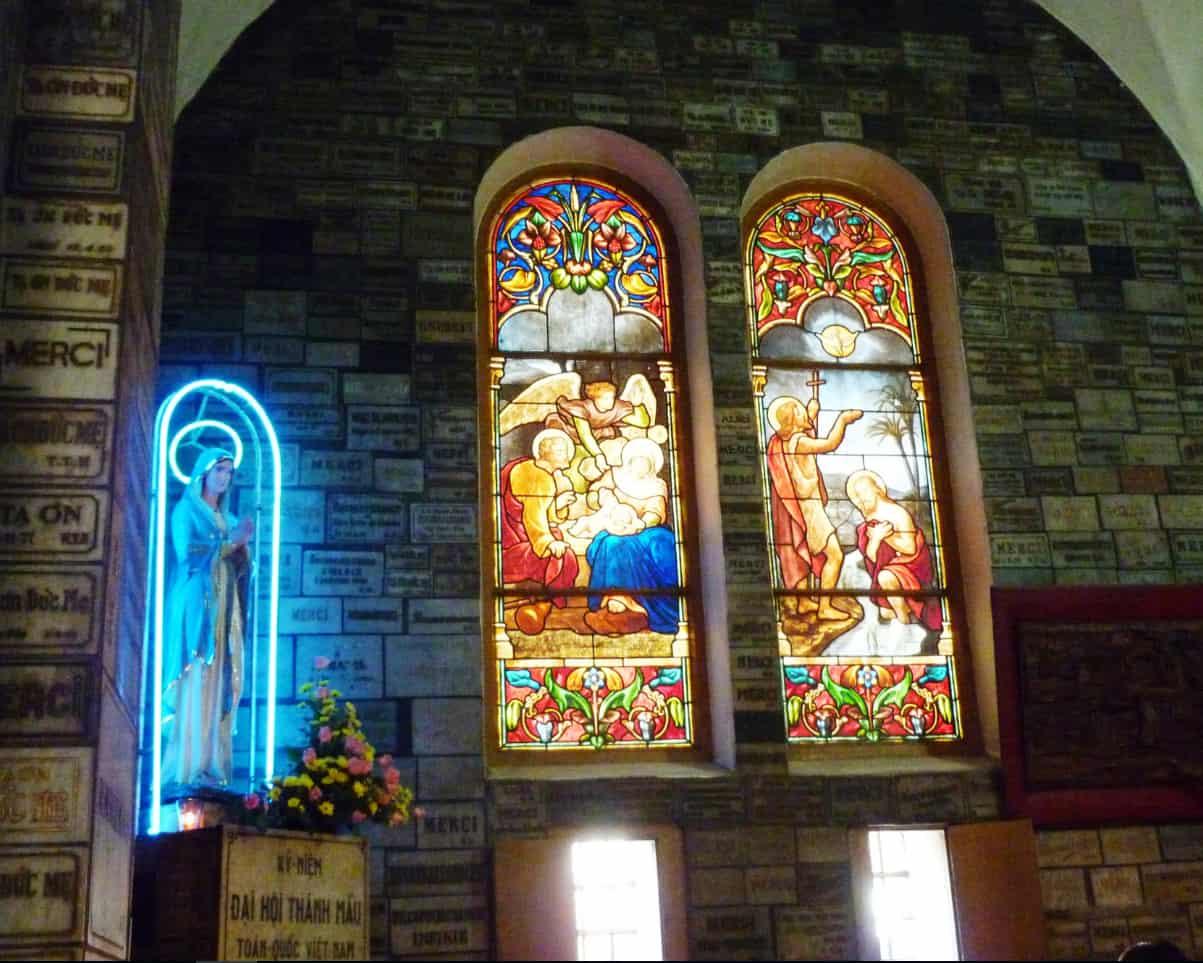 Kiến trúc bên trong của nhà thờ Đức Bà Hồ Chí Minh