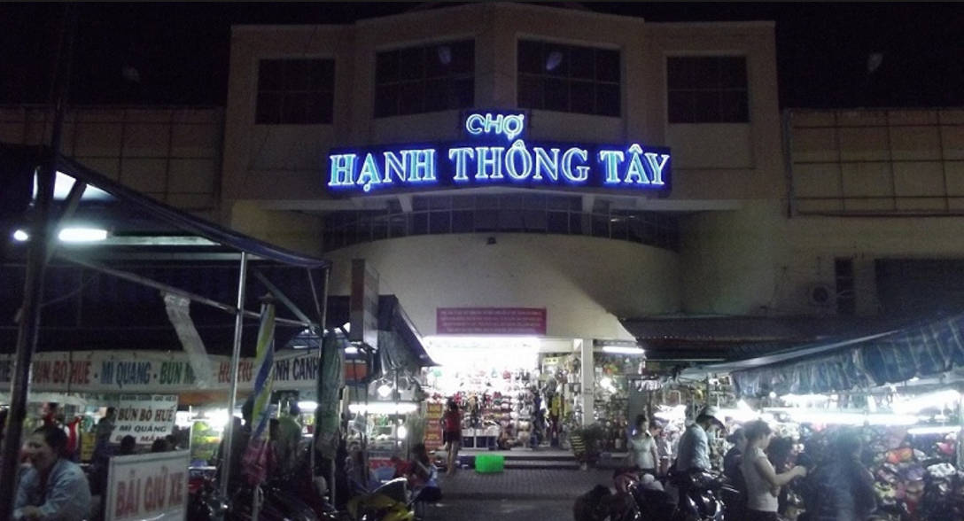 Explore Hanh Thong Tay night market