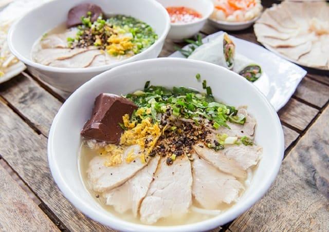 Món ăn ẩm thực Sài Gòn quận 1 (Ảnh sưu tầm)