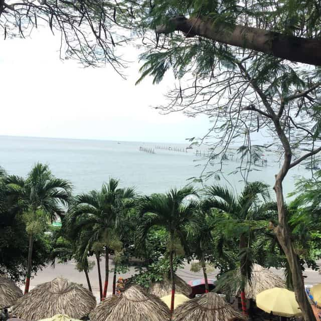 Ngắm nhìn bãi cát trắng, tiếng sóng biễn vỗ về chắc chắn sẽ khiến du khách cảm thấy thoải mái (Ảnh sưu tầm)