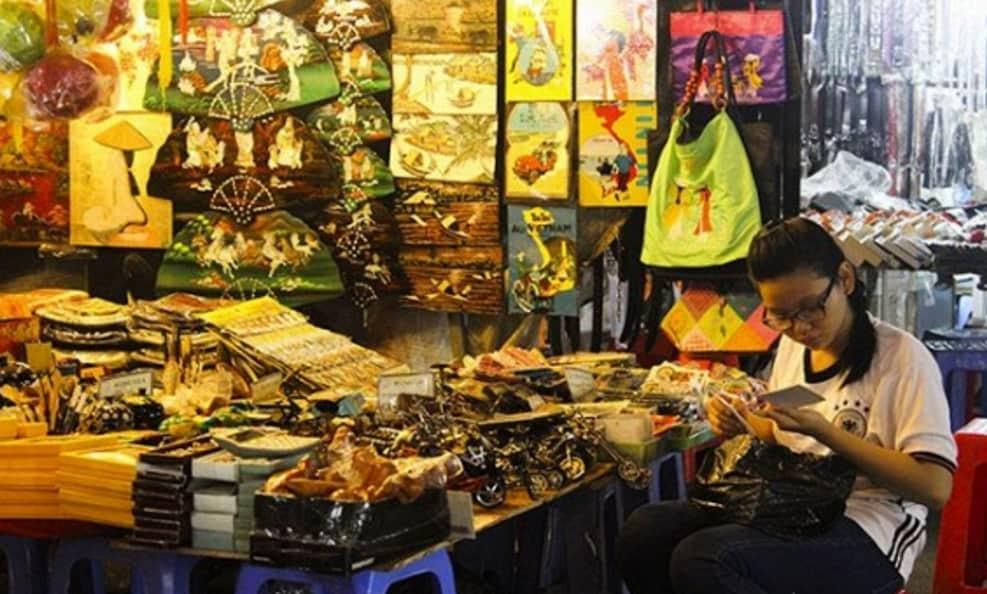 Gian hàng thủ công mỹ nghệ tại chợ đêm Hồ Chí Minh