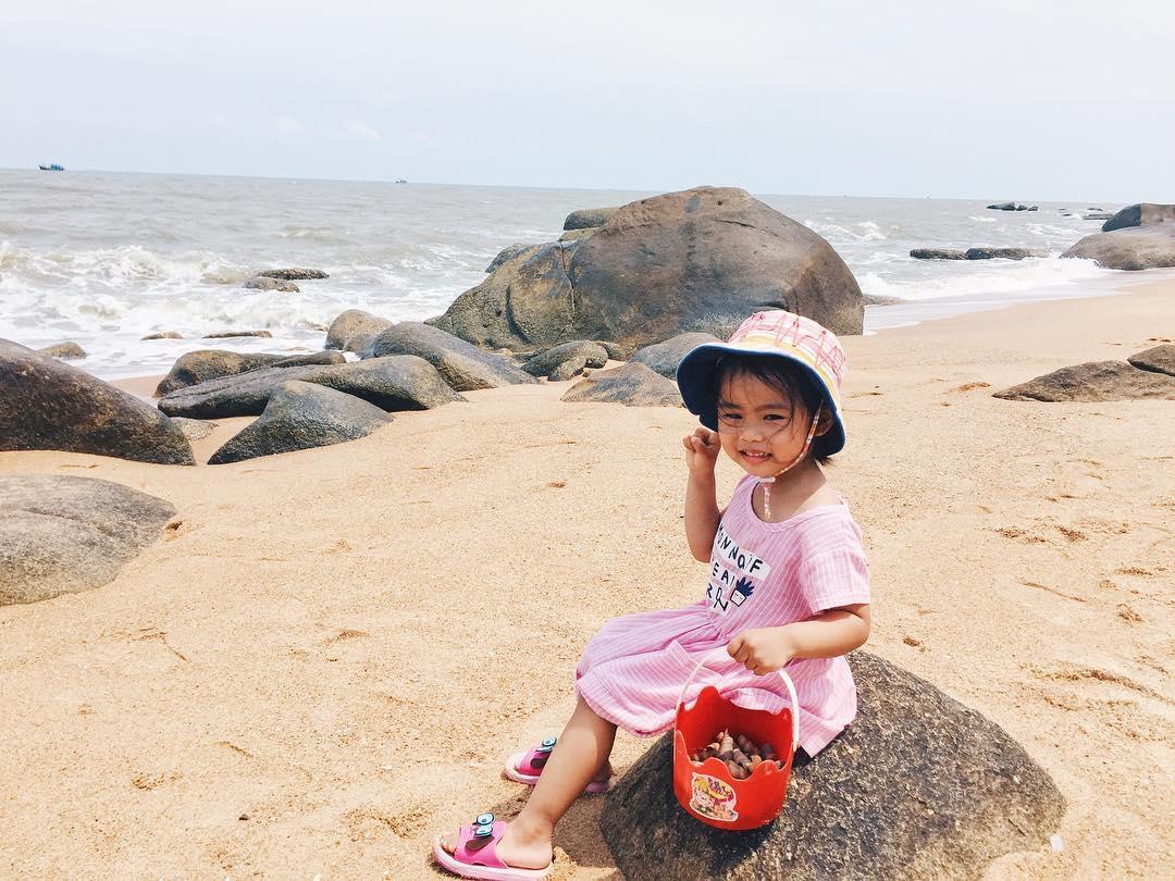 Những đứa bé chắc chắn sẽ rất thích nghịch cát ở bãi biển (Ảnh: ST)