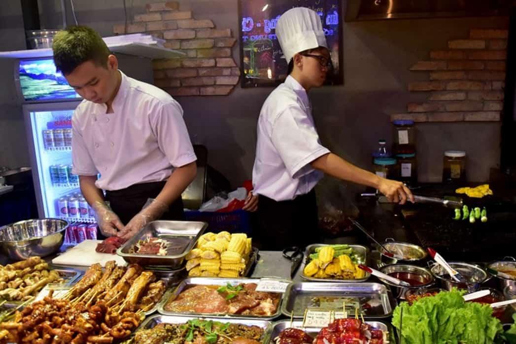 Nhiều món sườn nướng, gà nướng, bắp nướng, đến những món như bò lá lốt