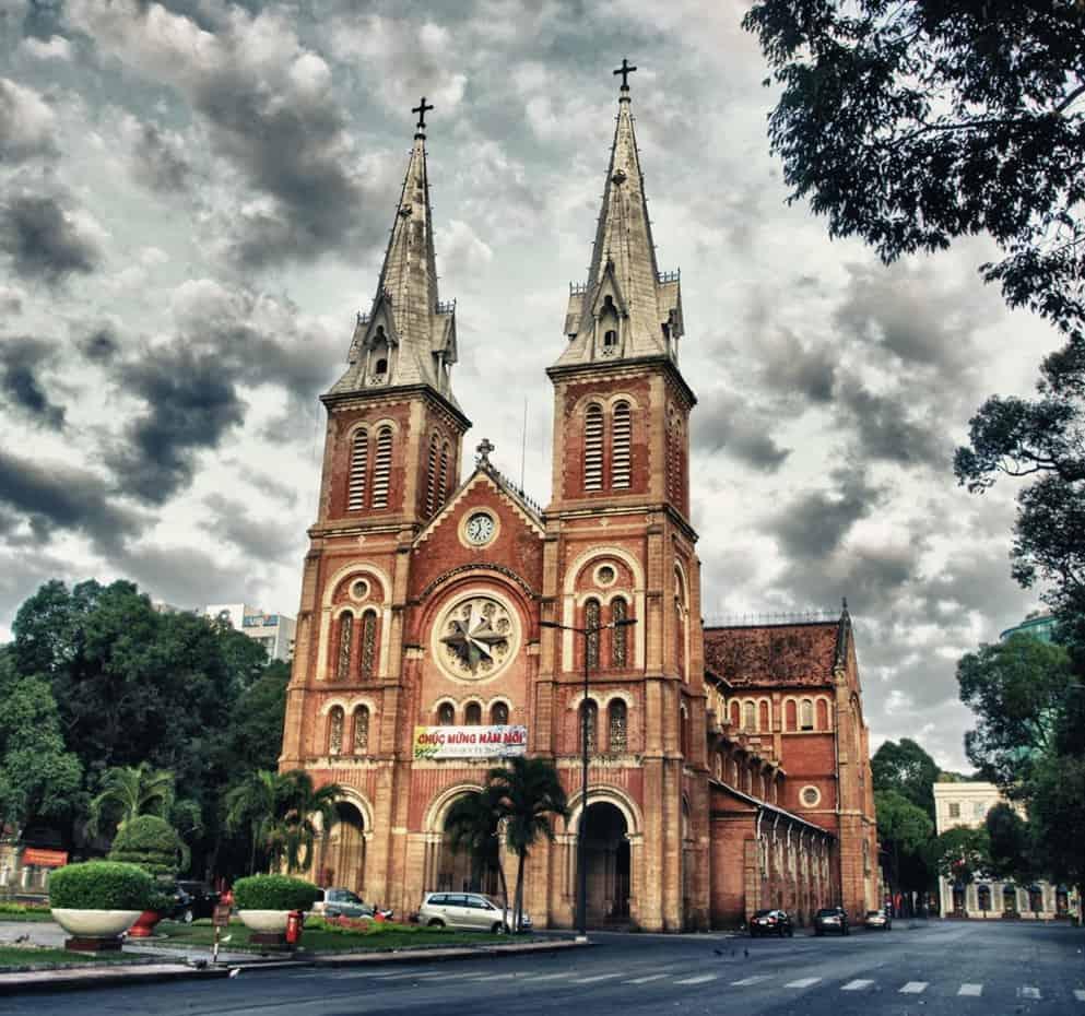 Kiến trúc cổ kính của nhà thờ Đức Bà