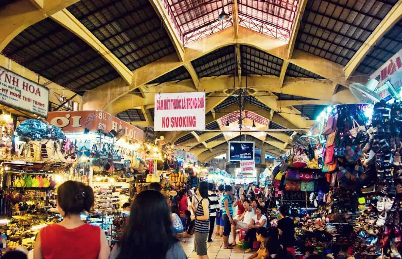 Cảnh chợ Bến Thành về đêm tấp lập buôn bán