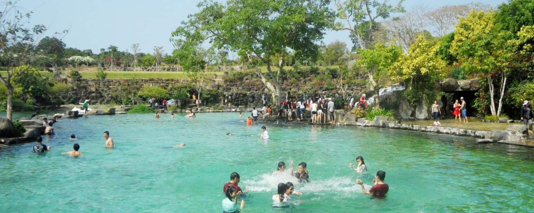 Hồ bơi người lớn