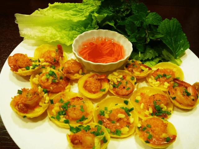 Bánh căn nhân tôm - món ngon Đà Nẵng