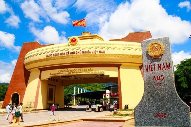 Cửa khẩu Lao Bảo - địa điểm du lịch Quảng Trị