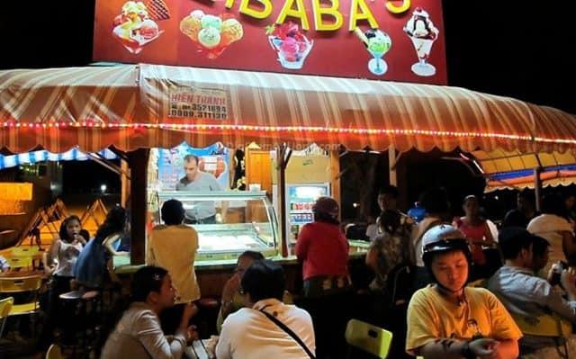 Quầy kem chàng trai người Thổ Nhĩ Kỳ bên bờ biển - có tên là quầy kem Alibaba (Ảnh sưu tầm)