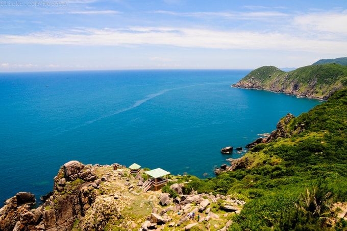 The panoramic view from above of Dai Lanh Cape (Photo: ST)