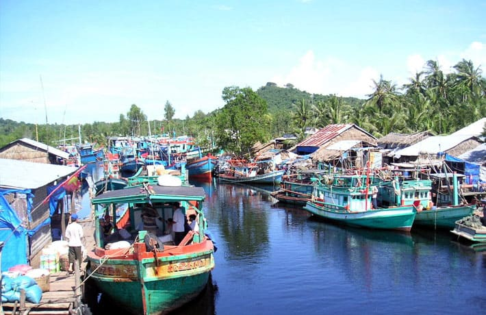Nhịp sống tấp nập ở địa điểm làng chài Hàm Ninh Phú Quốc (Ảnh: ST)