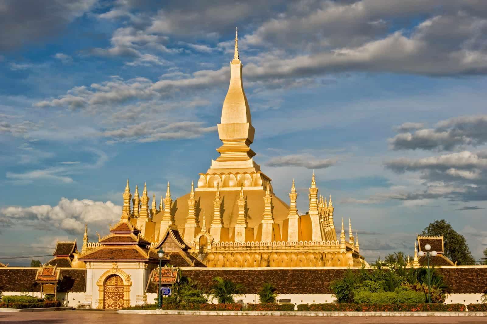 Cửa khẩu Lao Bảo - địa điểm du lịch Quảng Trị 01