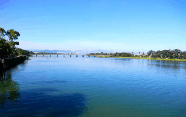 Dòng Sông Hương thơ mộng và dịu dàng