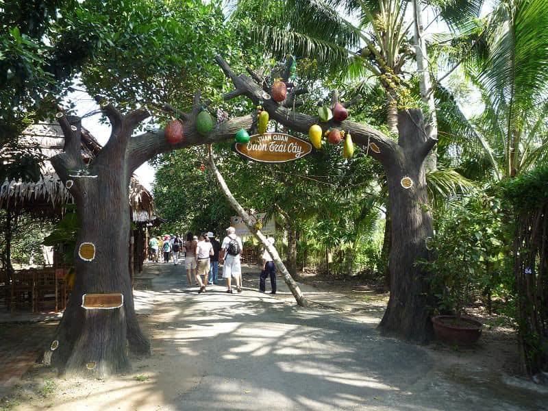 Tham quan vườn cây ăn trái