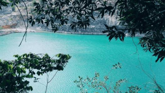 Không gian yên bình ở hồ Đá Xanh
