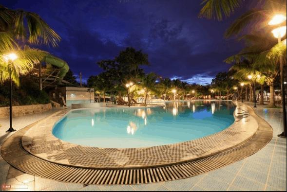 Hồ bơi dành cho du khách nghỉ ngơi tại resort