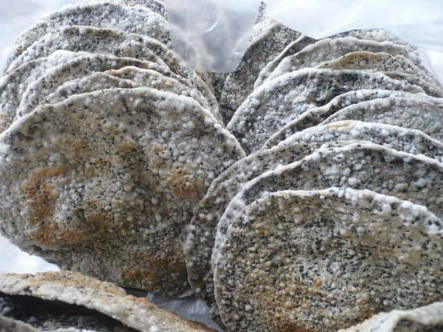 Bánh đa vừng đen thơm - đặc sản Hà Tĩnh