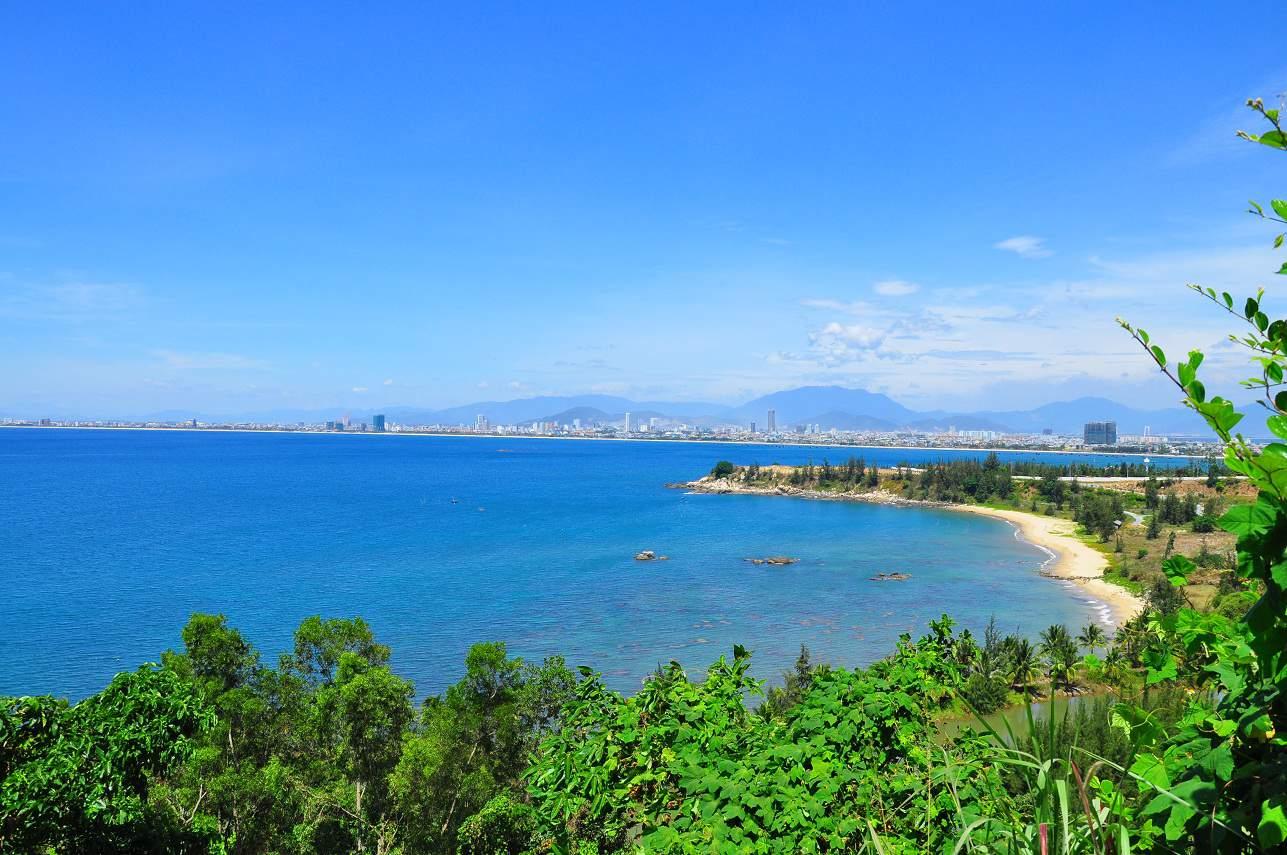 Bãi biển Làng Vân - một trong những bãi biển Đà Nẵng đẹp