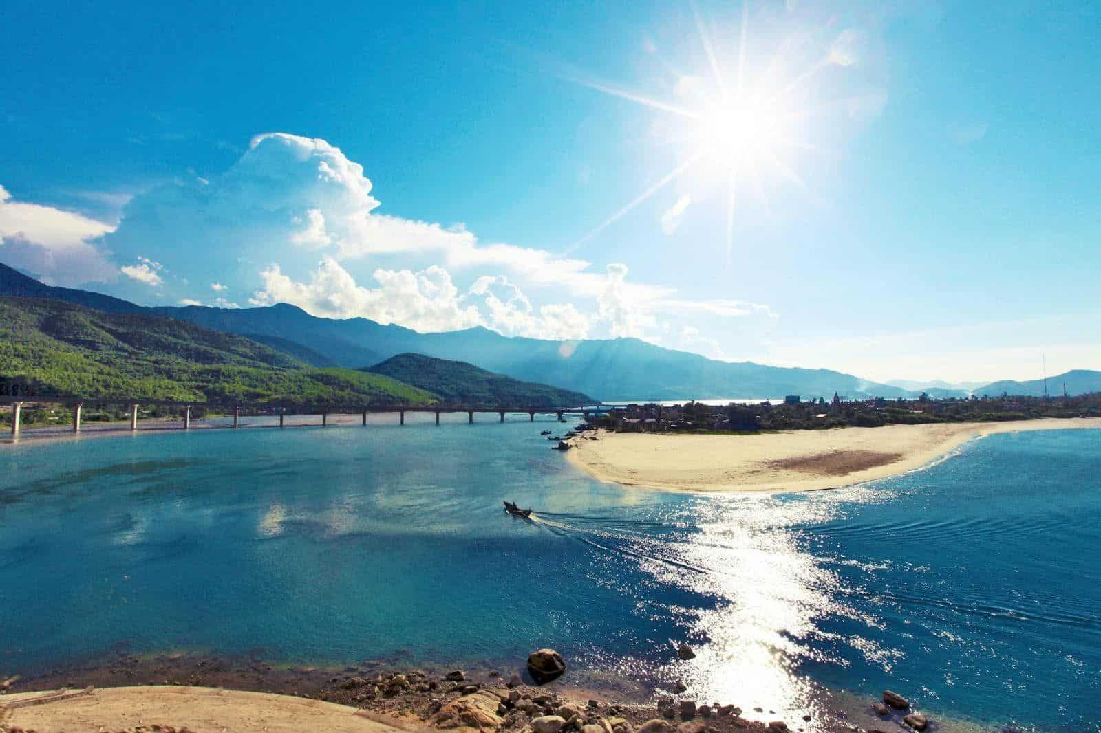 Một góc hình ảnh biển Lăng Cô