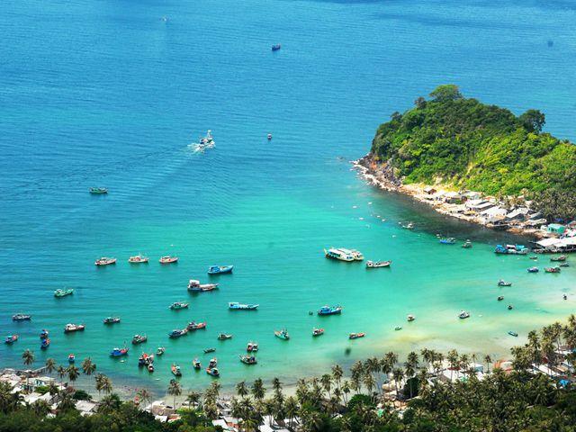 Tham quan biển đảo Nam Du Bãi Chệt với những con tàu đậu san sát (Ảnh: Sưu tầm)