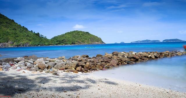 Bãi Chướng xinh đẹp với làn nước xanh trong (Ảnh: Sưu tầm)