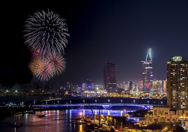 Đêm pháo hoa rực rỡ trên cầu Thủ Thiêm (Ảnh: ST)