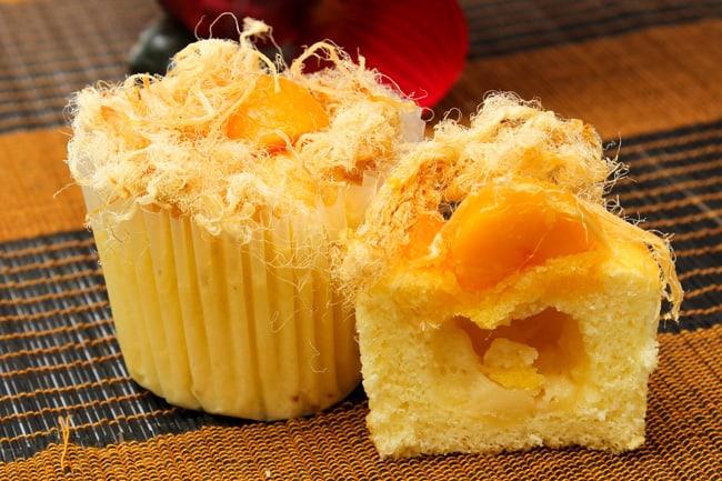 Bánh bông lan trứng muối chà bông (Ảnh sưu tầm)