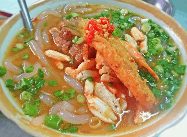 Ăn bánh canh cua giúp bữa ăn tối Sài Gòn của bạn đậm đà hương vị hơn