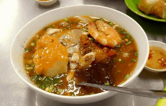 Bánh canh cua - món ăn tối Sài Gòn được nhiều người yêu thích